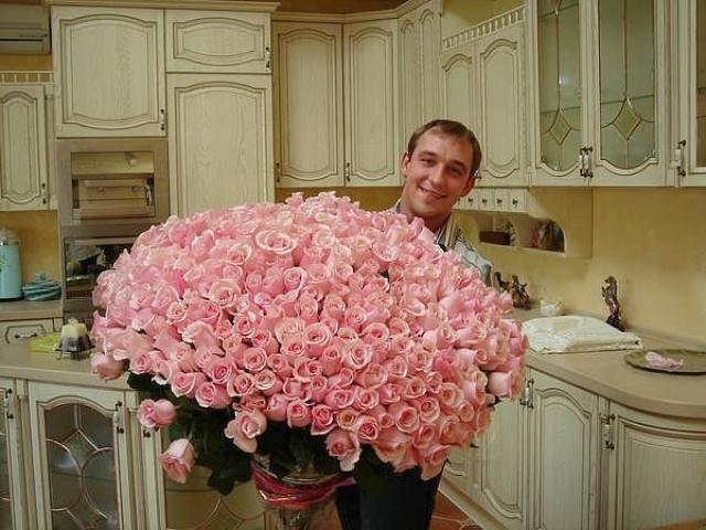 Подарить одну розу это нормально