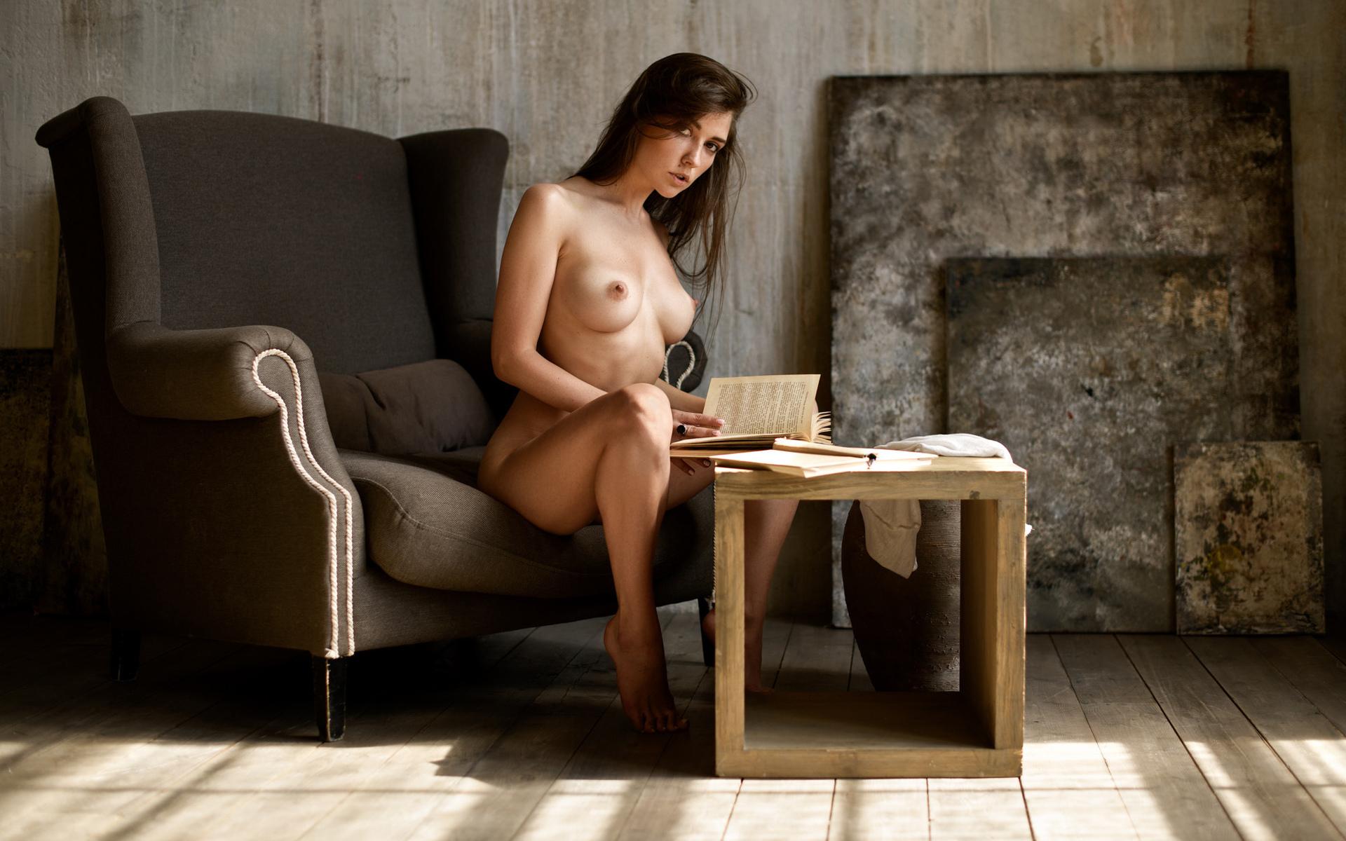 Сидящая Обнаженная Фото