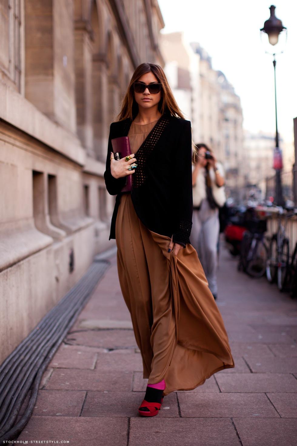 Фото девушек на улице в юбках колготках 22 фотография