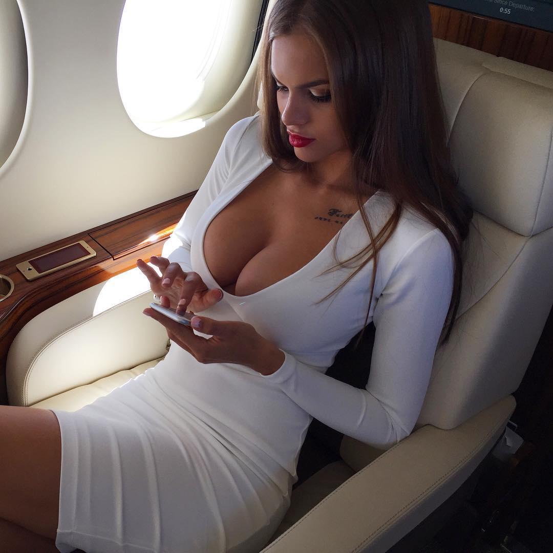 Фото девушки женщины в самолете 13 фотография
