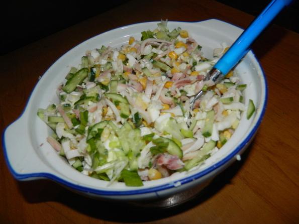 Салат с кальмаром и огурцом и картошкой рецепт с