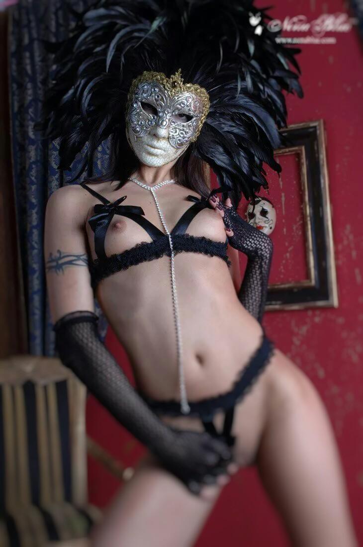 порнофильм женщина в маске