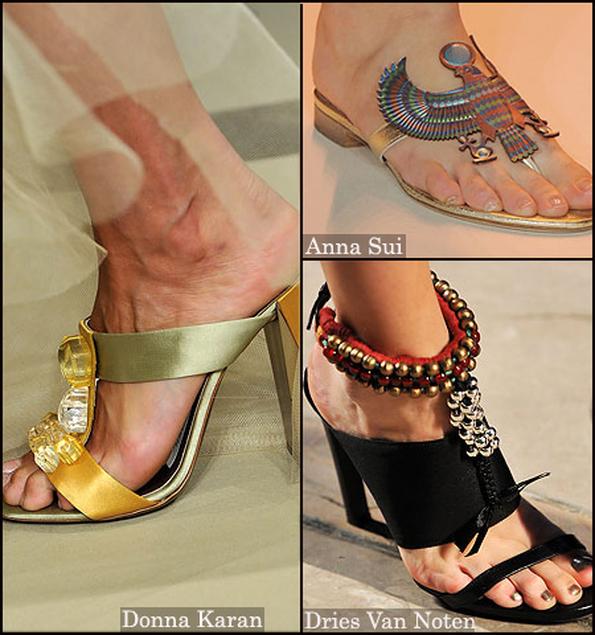 Сандалии в египетском стиле от Anna Sui - это что-то замечательное. . Нестандартные детали и драгоценные камни