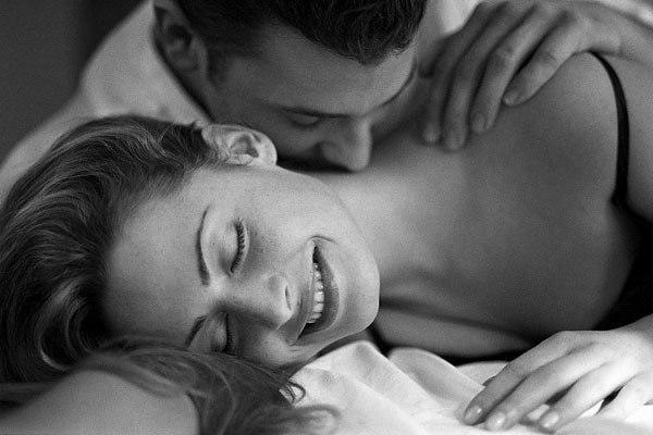 Если во сне вы страстно целуете не знакомого вам человека — постарайтесь определить, что вас в нем привлекло.