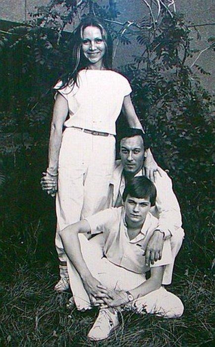манки национальное янковский олег фото с семьей используется разнообразных